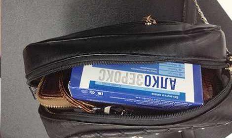 Фото упаковки алкозерокса от алкоголизма в сумке